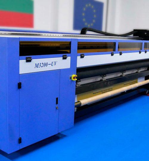Keundo-широкоформатен принтер roll to roll, UV печат - CMYK + бяло + лак върху винил и кристал до 3.2 метра ширина на ролката.