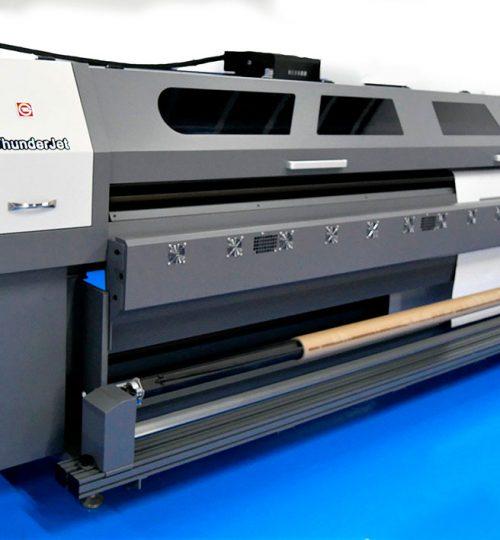 Tunder Jet - широкоформатен принтер roll to roll екосолвентен печат - CMYK до 3.2 метра ширина на материала.